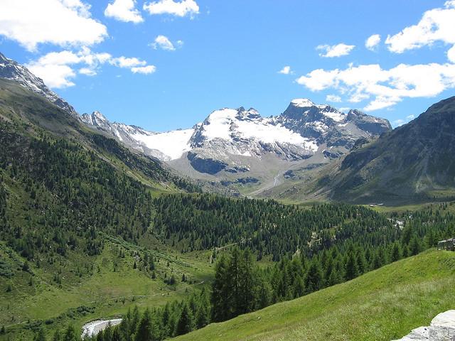 Bormio a údolí