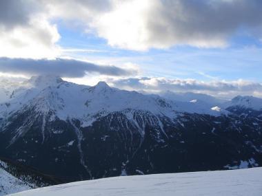 Pohled na hory v italském středisku Bormio